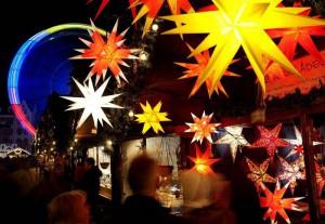 Рождественская ярмарка в Эрфурте, Германия. (Photo by Jens Meyer/Associated Press)