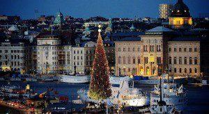 36-метровая ёлка в Стокгольме. (Photo by Johan Nilsson/TT News Agency)