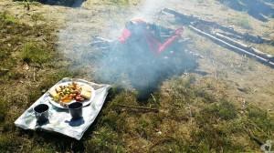 Угощение для духа огня. Примечательно, что после проведения ритуала, угощения раздают гостям, но есть именно эти продукты могут только представительницы прекрасной половины человечества. Для мужчин - крепкий чай.