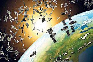 """Отработанные части спутников, детали старых аппаратов и прочий """"хлам"""" мешают постройке новых космических объектов"""