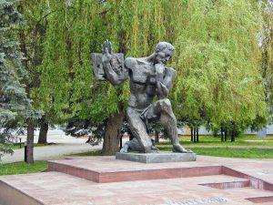 Памятник учителю в Брянске