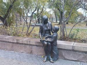 Памятник учителю в Челябинске