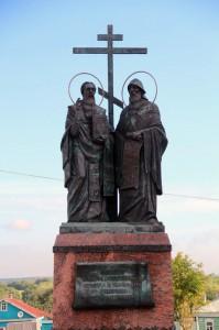 Памятник создателям Азбуки, святым равноапостольным Кириллу и Мефодию в Коломне.
