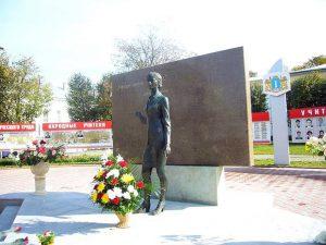 Памятник учителю в Ульяновске