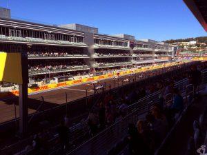 """А вот и болиды. но смотреть гонки """"Формулы-1"""" на фото - это как-то не совсем правильно. Их, если не с трибун, то лучше бы смотреть по телевизору, аещё лучше слушать..."""