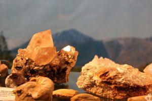 """Про всякие туризмы слышал, но про геолого-минералогический слышу впервые. Название """"туроператора"""", предлагающего этот вид туризма на Приполярном Урале, - """"Сосьвапромгеология""""."""
