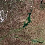 Цимлянское водохранилище на Дону. Верхний правый угол - Волго-Донской канал и Волгогорад