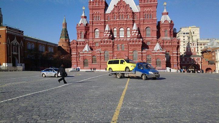 Водитель угнанного эвакуатора устроил гонки с полицией по Красной площади