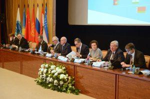 На сегодняшний день членами ШОС являются Россия, Китай, Казахстан, Киргизия, Таджикистан и Узбекистан