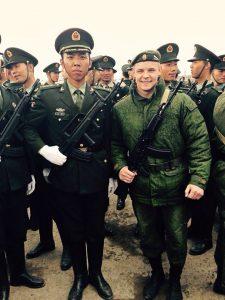 Китайские участники парада