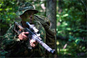 Разведчик-снайпер спецназа ВДВ на учебном выходе